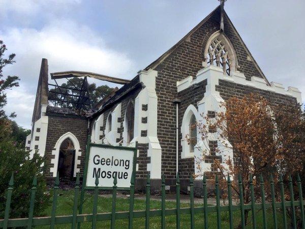 Geelong Mosque after the blaze, @metesohtaoglu/Twitter